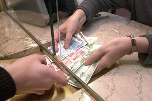 bankovka - peníze - euro - banka